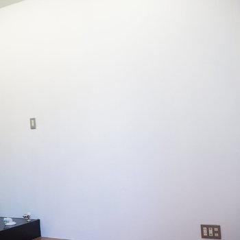 反対側も斜めになっています。ここにベッドを※写真は2階の反転間取り別部屋のものです。。