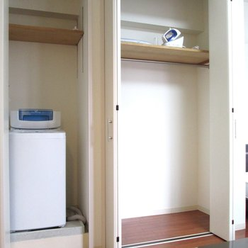収納も大きさ十分。隣に洗濯機置場も。