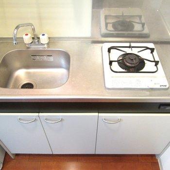 作業台があると、もっと料理がしやすくなりますよ。※写真は2階の同間取り別部屋のものです。