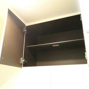 さらに、上にも収納棚がありますよ〜※写真は2階の同間取り別部屋のものです。