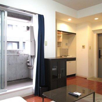 バルコニー側の窓も大きいので風通しもgood※写真は2階の同間取り別部屋のものです。