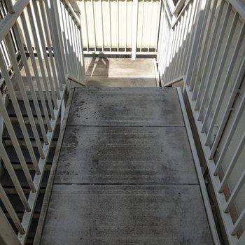 お部屋は階段登ってすぐですよ。