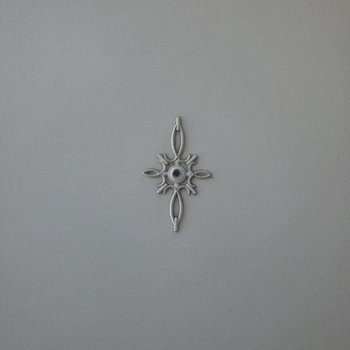 ドアにはヨーロッパ風の紋章がありました。