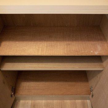 シューズボックスは2人で丁度なサイズ。