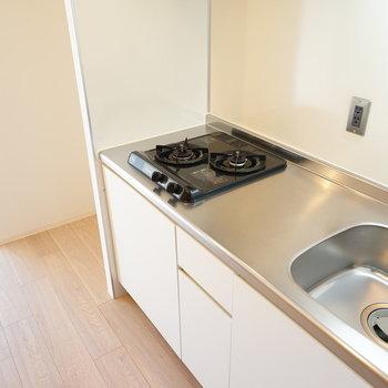 キッチンは2口ガスです!※写真は3階の同間取り別部屋のものです