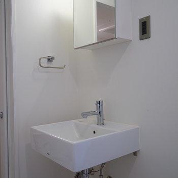 洗面台も独立です!※写真は3階の同間取り別部屋のものです