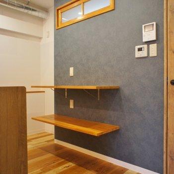 この棚、本当便利!食器を飾っても良し、炊飯器等置き場にしても良し!