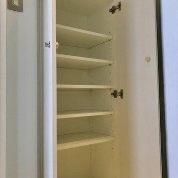 1人暮らしには十分な容量の下駄箱※写真は前回募集時のものです
