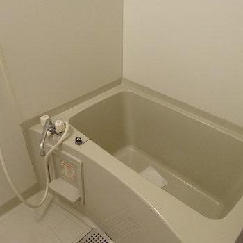 お風呂は1人で入るなら充分サイズ◎