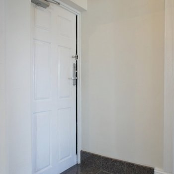 玄関はちょっと狭いかな?