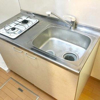 シンクがゆったりキッチン。洗濯機置き場はおとなりに。※写真は前回募集時のものです