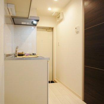 キッチン周りもしっかり※写真は1階の同間取り別部屋のものです