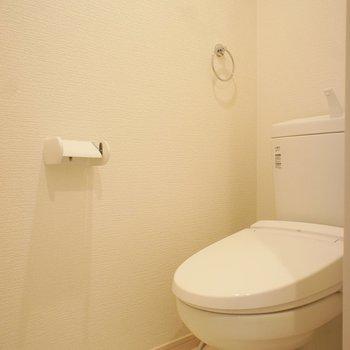 トイレも個室!※写真は1階の同間取り別部屋のものです