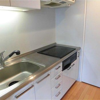 調理スペースも完備です。※写真は5階の同間取り別部屋のものです。