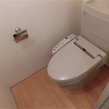 トイレウォシュレットつき!※写真は5階の同間取り別部屋のものです。