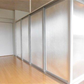 スライドドアはこんな感じ。※写真は5階の同間取り別部屋のものです。