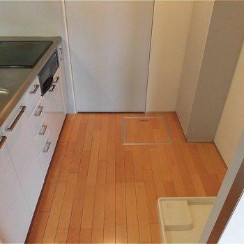 キッチンスペース広々です。※写真は5階の同間取り別部屋のものです。