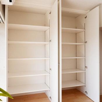 【ダイニング】棚がたくさん!※写真は反転間取り別部屋のものです