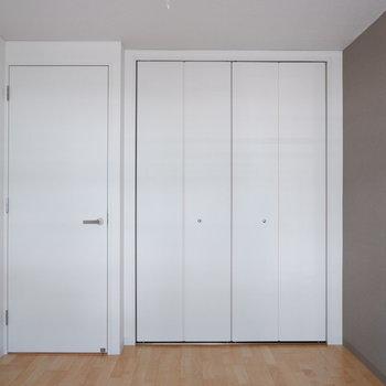 【洋室5.72帖】こちらの収納はもう少し大きめに!※写真は反転間取り別部屋のものです