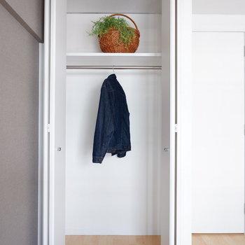 【洋室4.15帖】こちらは一人分ほど。※写真は反転間取り別部屋のものです