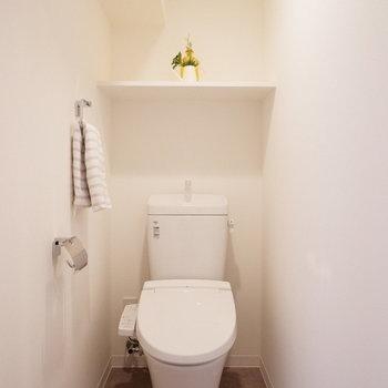 トイレも独立していて嬉しい。※写真は反転間取り別部屋のものです