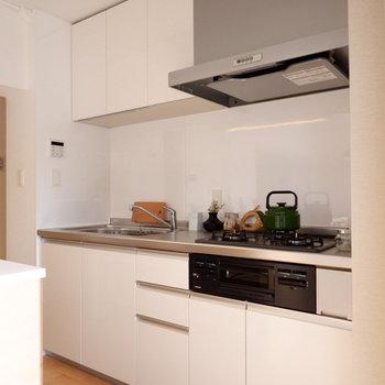 キッチンもゆったりしていますよ。※写真は反転間取り別部屋のものです