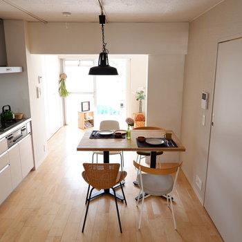 【LDK】奥まで抜けていてゆったりです。※家具はサンプルです