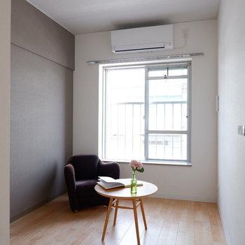 【洋室②】こちらのほうがややコンパクトになります。※家具はサンプルです