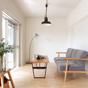 【LDK】2.5シーターでも十分おけますね。※家具はサンプルです