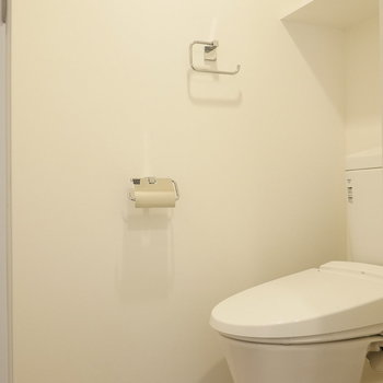 トイレにも脱衣所からアクセスします。 ※写真は同階反転間取り別部屋のものです