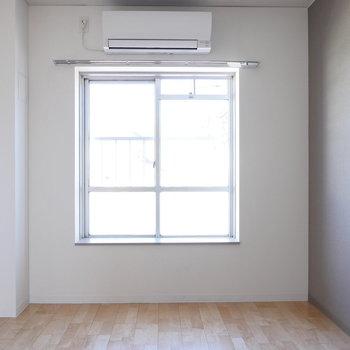 【約5.72帖】北東向きなので、寝室にぴったり。 ※写真は同階反転間取り別部屋のものです