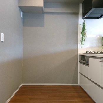 冷蔵庫、食器棚を置くには充分
