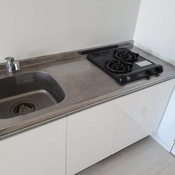 キッチンはこのようになっております。※写真はクリーニング前のものです