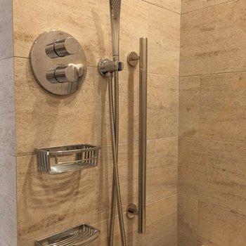 シャワーもなんだかかっこいい。