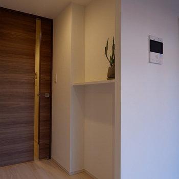 クローゼット後ろにもちょっとした棚が。※家具は見本です。