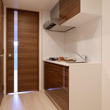キッチン廊下も1人暮らしには十分なスペースです。※家具は見本です。