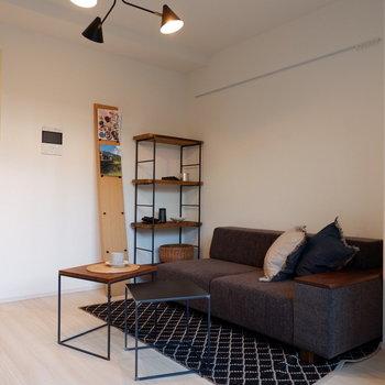 天井もやや高く圧迫感なく暮らせます。※家具は見本です。