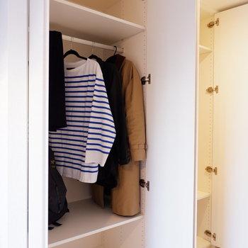 収納はこちらのクローゼットが2つ並んでいます。※家具は見本です。