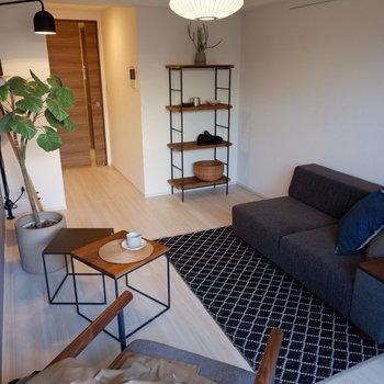 親友とコーヒー片手におしゃべりも楽しそうです。※家具はサンプルです