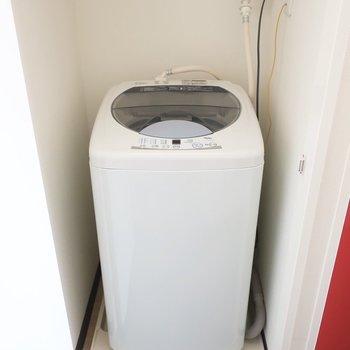 洗濯機置場はキッチン横で扉を閉めて隠せます※写真は13階の同間取り別部屋のものです。