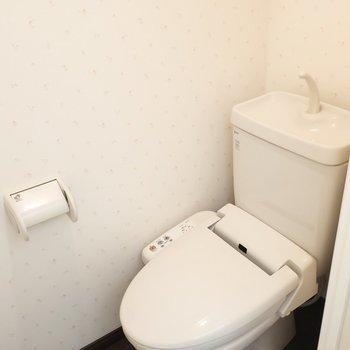 トイレはウォシュレットも付いてますよ!※写真は13階の同間取り別部屋のものです。