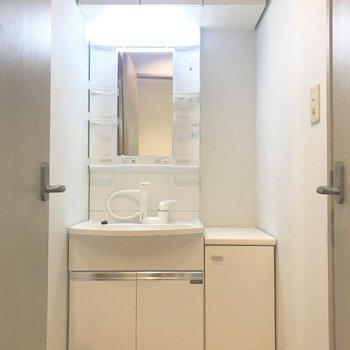 お向かいは洗面台。※写真は前回募集時のものです