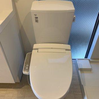 トイレもここに。