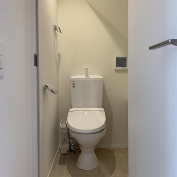 左側にトイレです