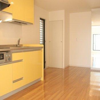 ダイニングルームとしても使えそう!ユッタリとしたスペースのキッチン。※写真は3階の同間取り別部屋のものです