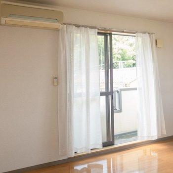 爽やかな風が吹いていました。※写真は2階の同間取り別部屋のものです