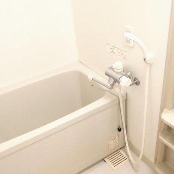 暖かい湯船に浸かりましょ♪※写真は5階の同間取り別部屋のものです