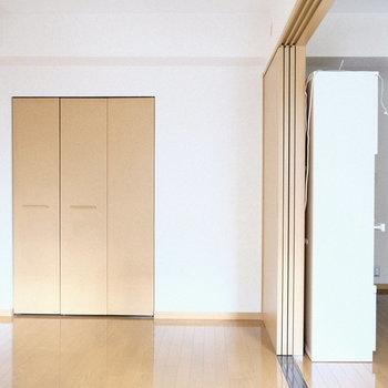 こっちの洋室は寝室代わりに使おうかなあ。※写真は5階の同間取り別部屋のものです
