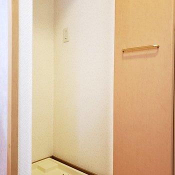 キッチン横に洗濯機置き場。扉で隠せます!家事動線も楽ちん。