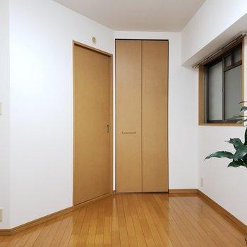 形が変わってますね、あの右側の扉の先は・・・